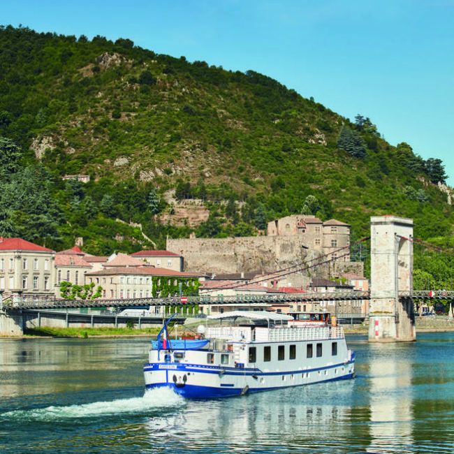 Au fil du Rhône à bord d'une péniche élégante
